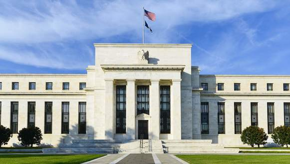 Fed Reserve Warns of Financial Risks as Pandemic Persists