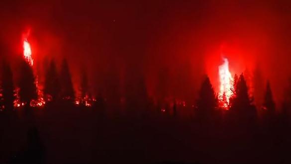 Uncontrollable Bootleg Fires Threaten Thousands